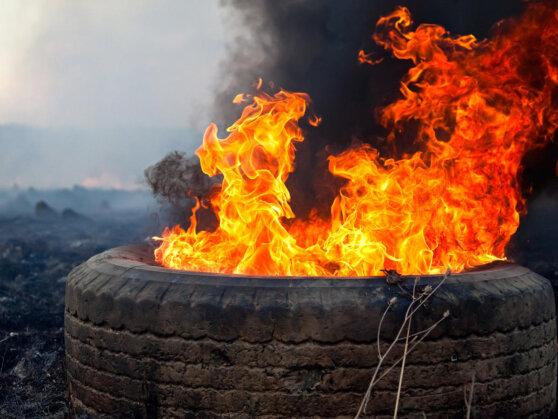 Злоумышленники подожгли шины на Краснобродском угольном разрезе