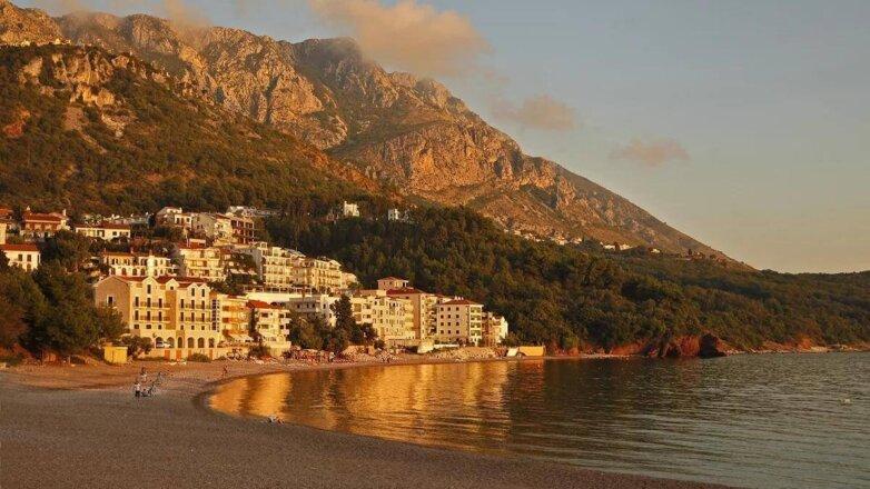 Черногория в октябре - пустой пляж