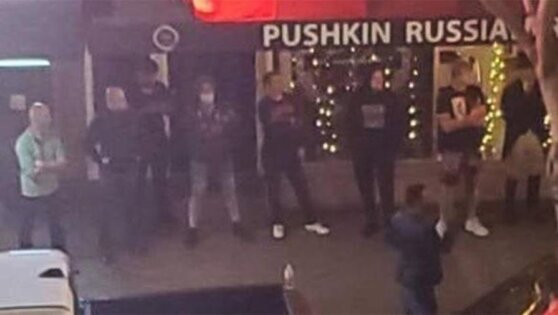 Хозяин русского ресторана в США защитил его от толпы бунтарей