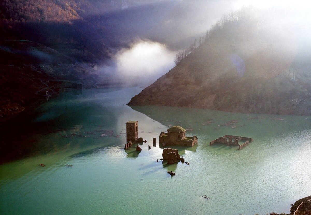 Италия восстановит деревню-призрак на дне озера