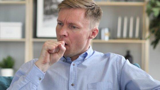 Онкологи назвали главные отличия кашля при раке легких