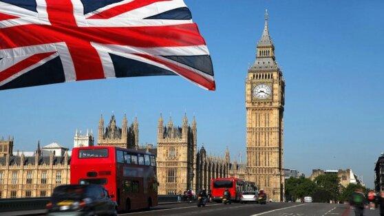 Экономика Великобритании обрушилась впервые за 40 лет