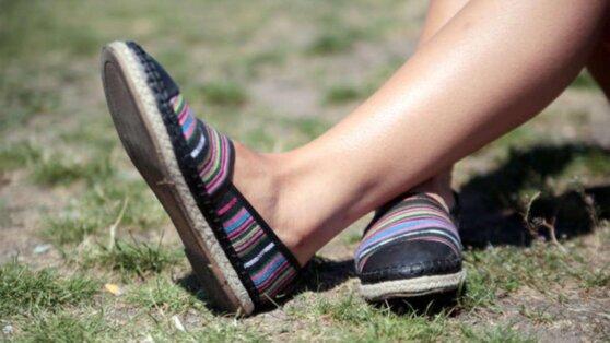 Ортопед назвал самую опасную летнюю обувь
