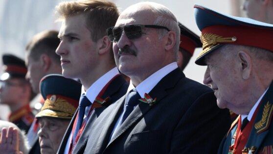 Лукашенко во время Парада назвал Москву столицей родины