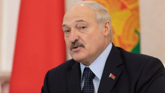 Лукашенко пожаловался на расшатывание обстановки перед выборами