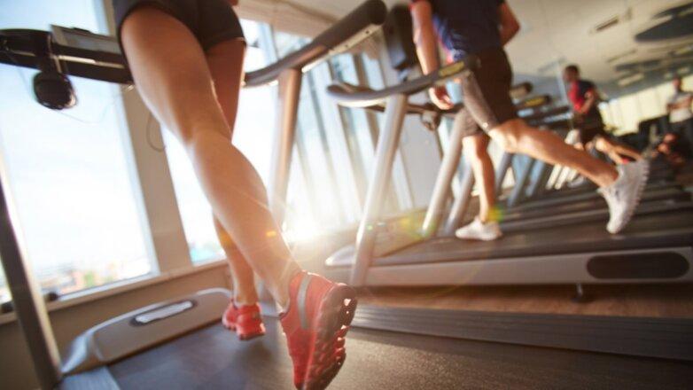 Фитнес спорт спортзал беговая дорожка
