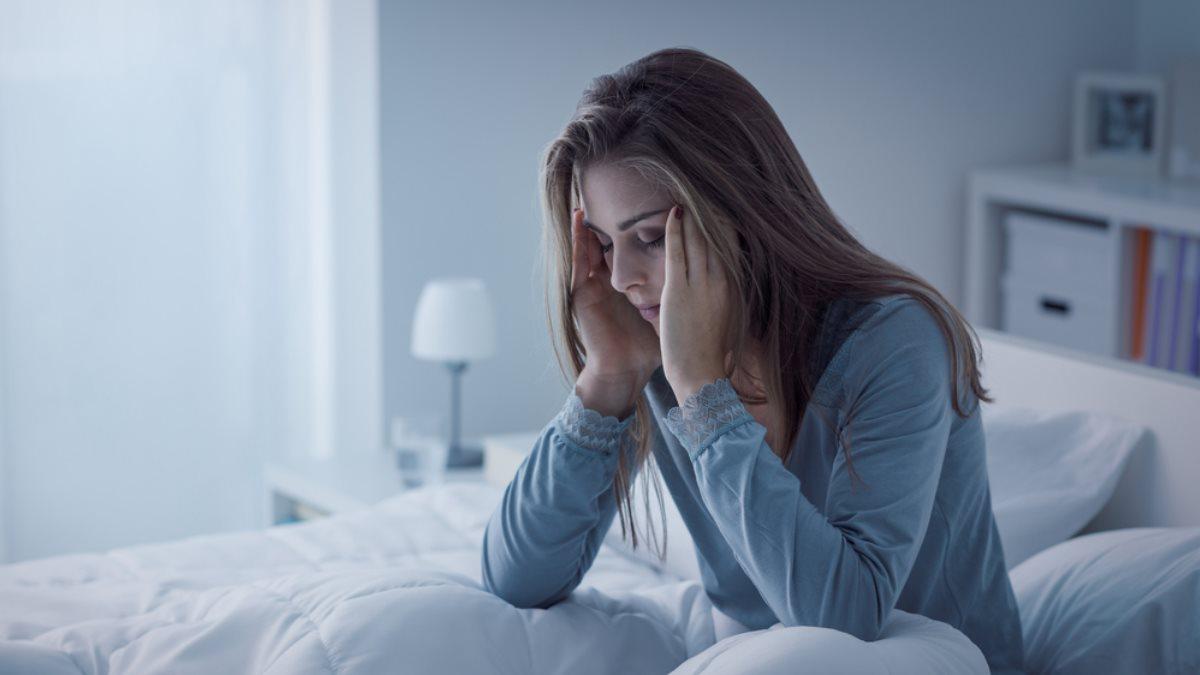 Бессонница недосып плохой сон разбитость утомлённость женщина