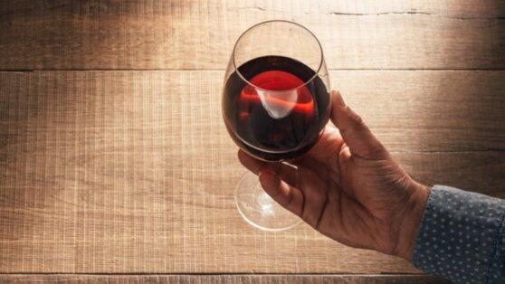 Выявлена неожиданная польза алкоголя для пожилых людей