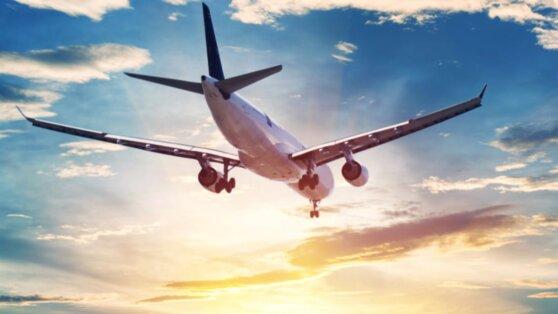 Эксперт объяснил, как можно заразиться коронавирусом в самолете