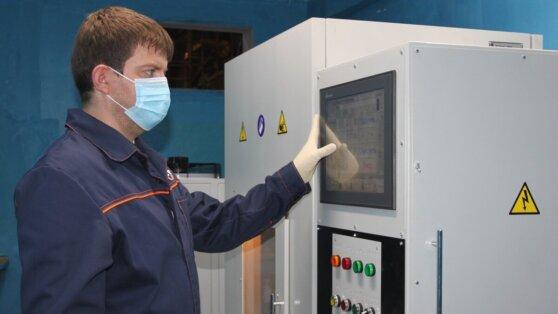 «Сибкабель» приобрел новый пресс для испытания материалов