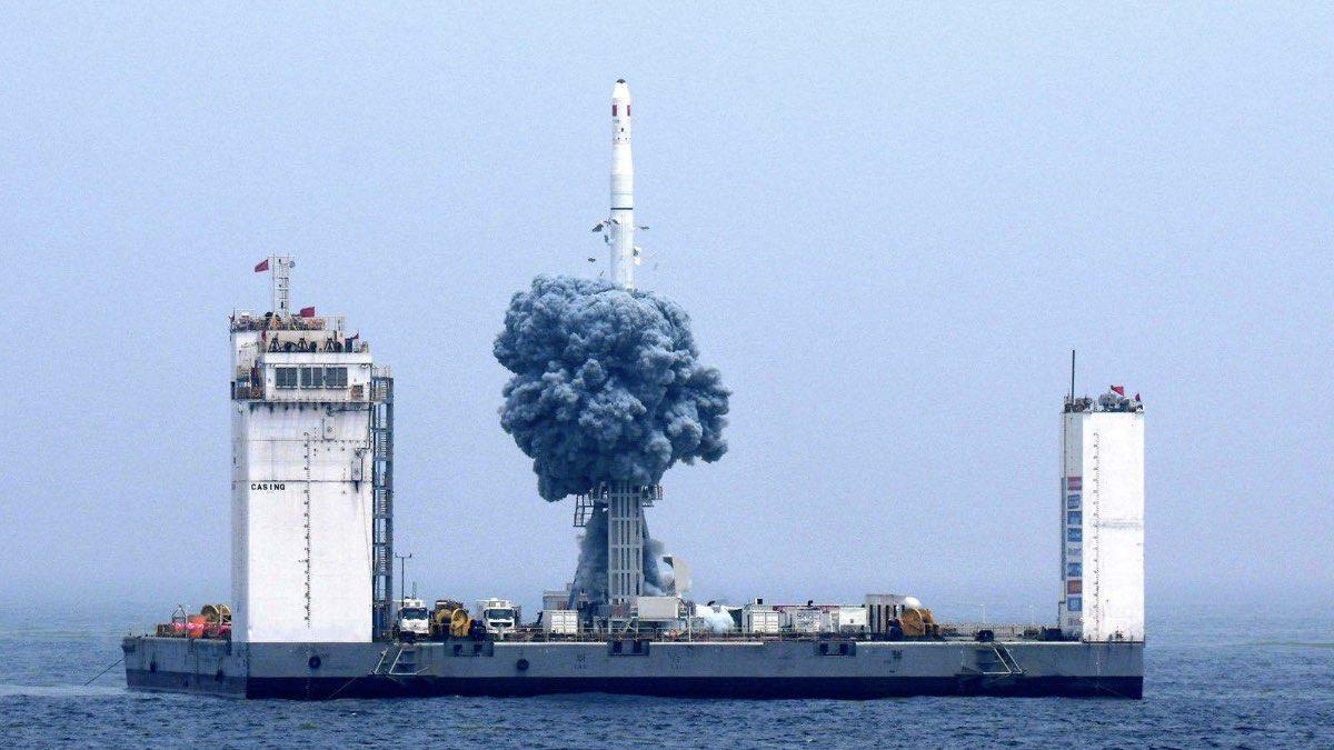 запуск ракеты Chang Zheng-11Н с морской стартовой платформы