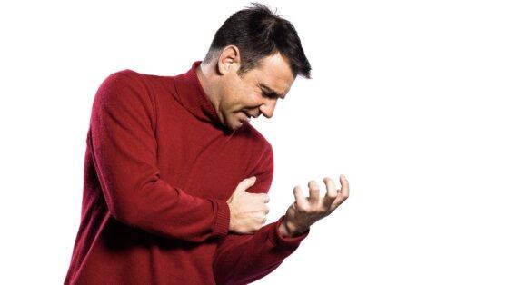 Боль в левой руке назвали симптомом смертельно опасного состояния