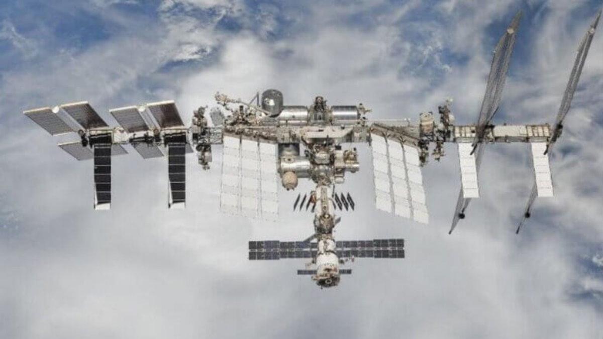 МКС Международная космическая станция на фоне земли