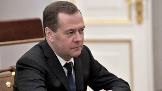 Медведев станет пожизненным сенатором после принятия закона