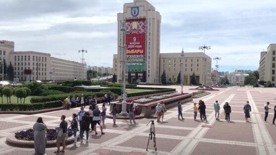 В Белоруссии у здания ЦИК столпились желающие подать жалобы