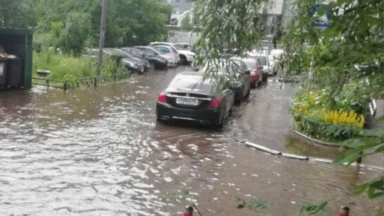 Мощный ливень превратил улицы подмосковного Красногорска в «море»