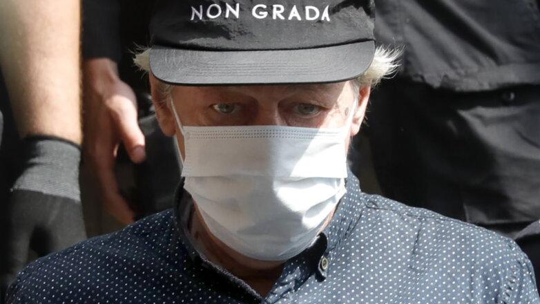 Актёр Михаил Ефремов в маске анфас