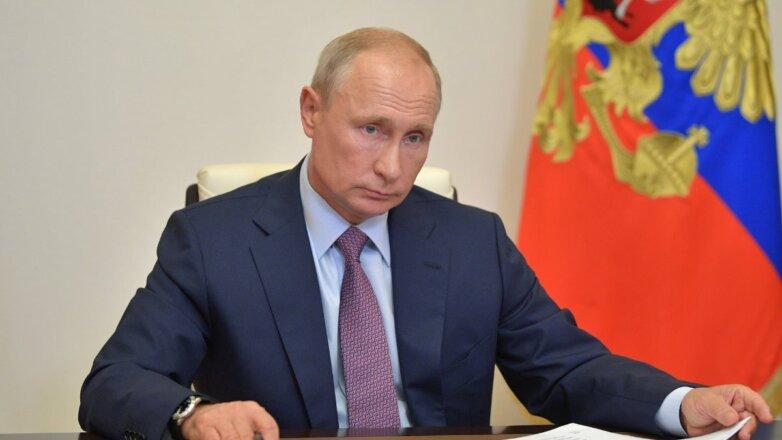Владимир Путин и бумаги один