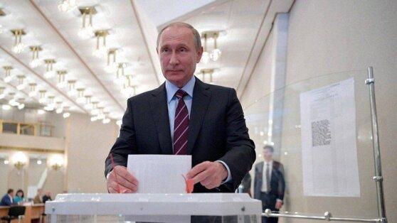 Путинпроголосовал по поправкам в Конституцию