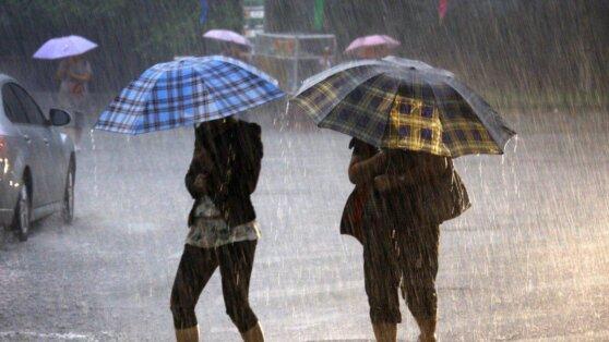 Жителям Москвы и Петербурга рассказали, когда прекратятся затяжные дожди