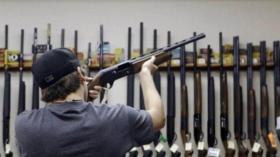 Россиянам решили усложнить покупку оружия