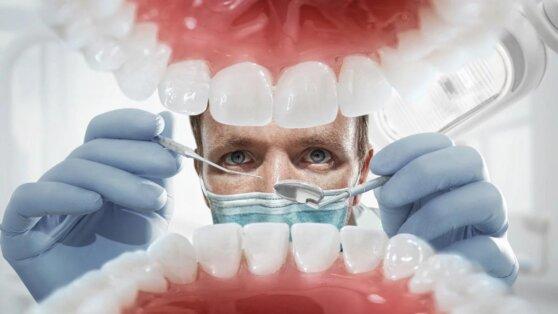 Врачи назвали самые опасные для здоровья зубов привычки