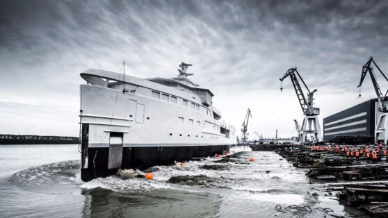Тиньков построил первую в мире яхту-ледокол