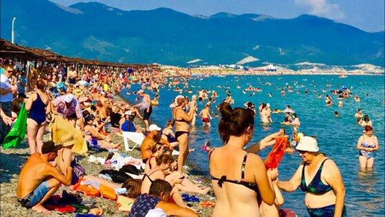 Туристы на переполненных российских курортах взмолились об открытии Турции