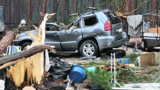 В Красноярском крае из-за урагана в палаточном лагере погиб человек