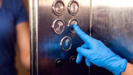 В Китае женщина за минуту заразила коронавирусом 71 человека