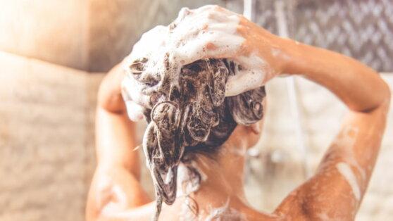 Эксперты объяснили, почему вредно мыть голову каждый день