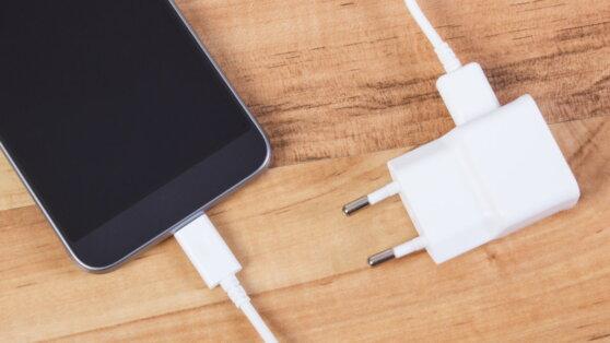 Oppo анонсировала выход сверхбыстрой зарядки для смартфонов