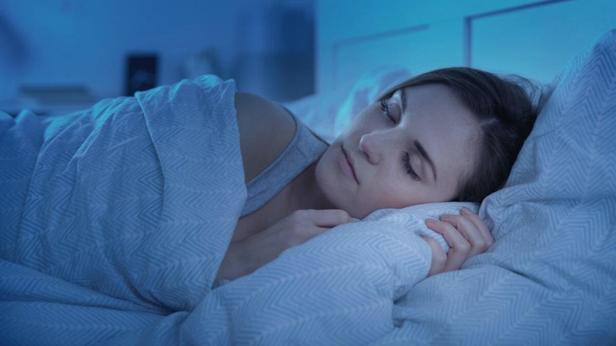 Спящая женщина сон спать два