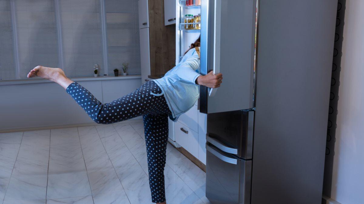 Ночь холодильник ночной перекус женщина