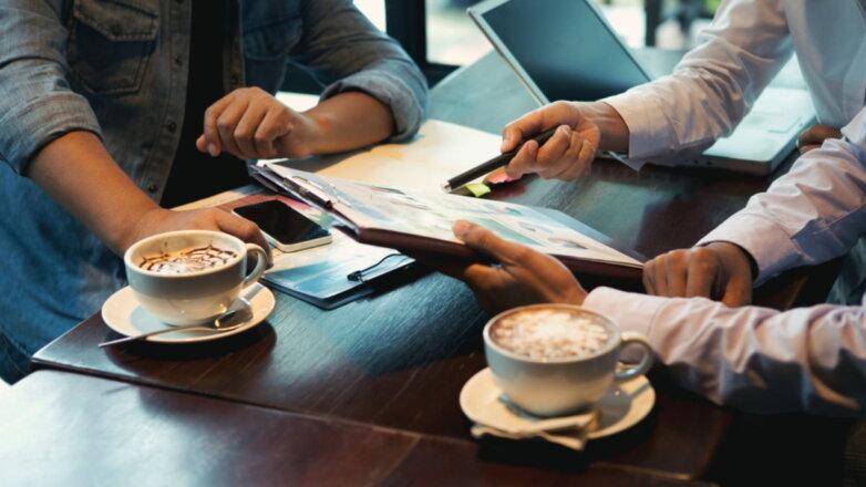 Офис кафе кофе бизнесмены работа