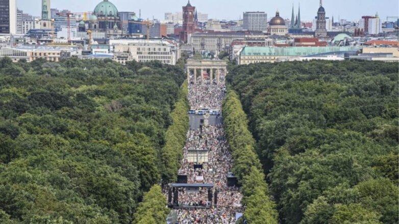 В Берлине протестуют против COVID-ограничений