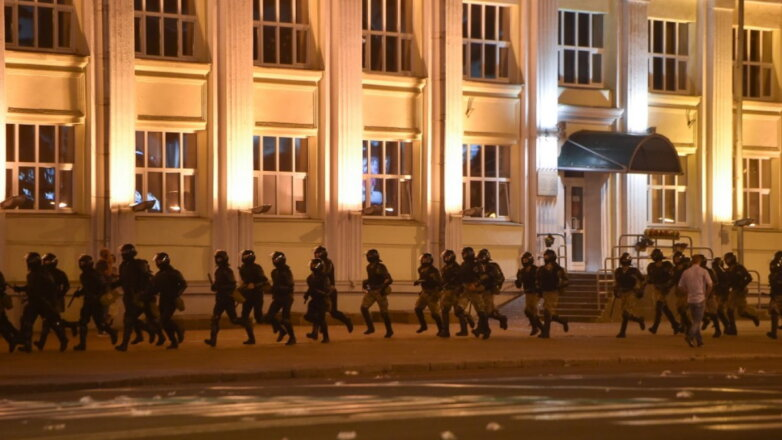 Белоруссия Беларусь протесты силовики бегут