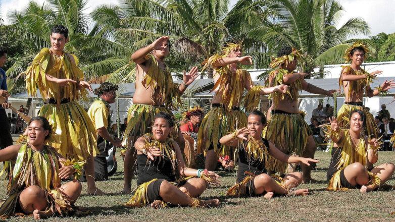 Остров Ниуэ. Местные жители устраивают для туристов представление