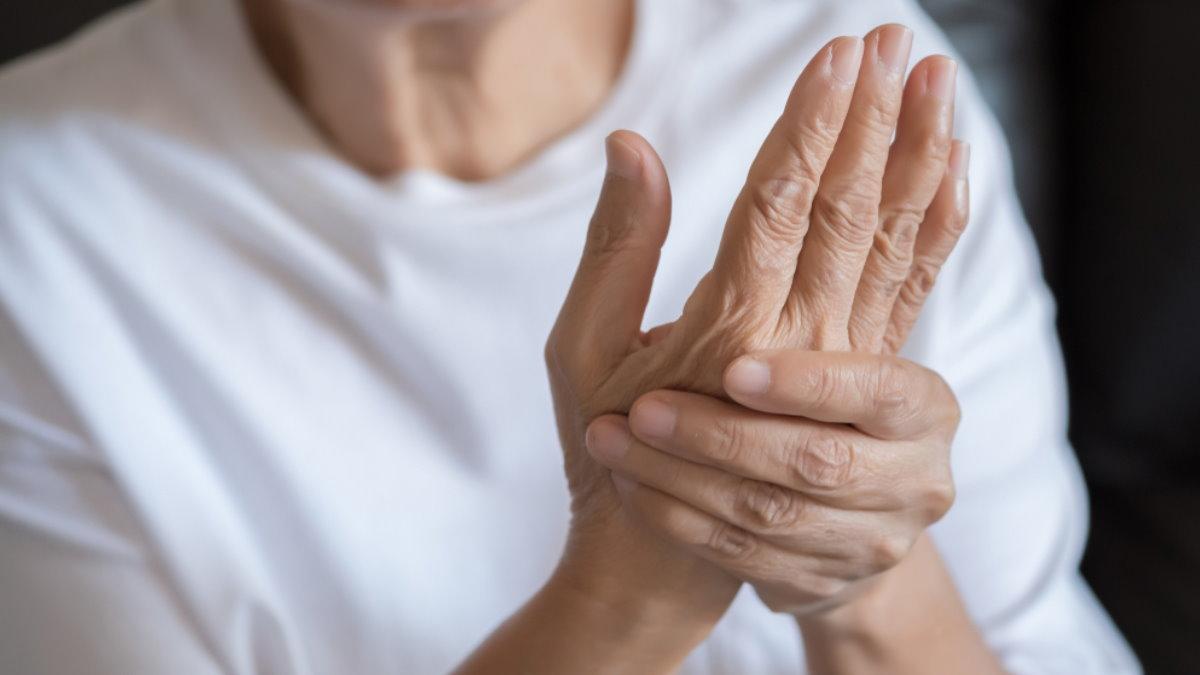 Артрит боль в руке два