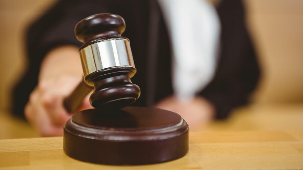 Суд судья правосудие молоток право решение закон приговор один