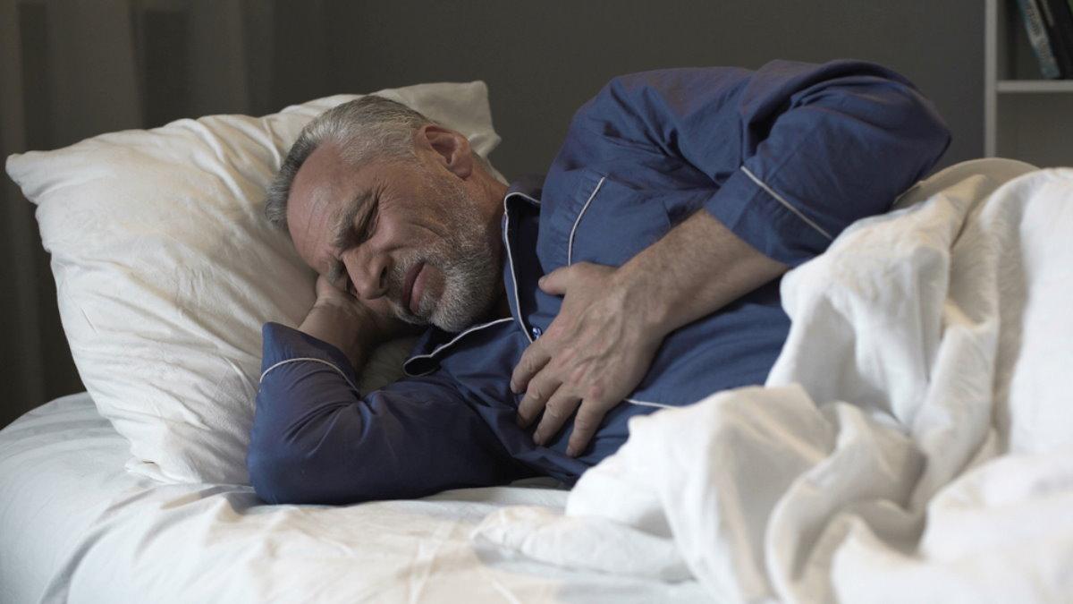Боль в сердце груди сердечный приступ спать