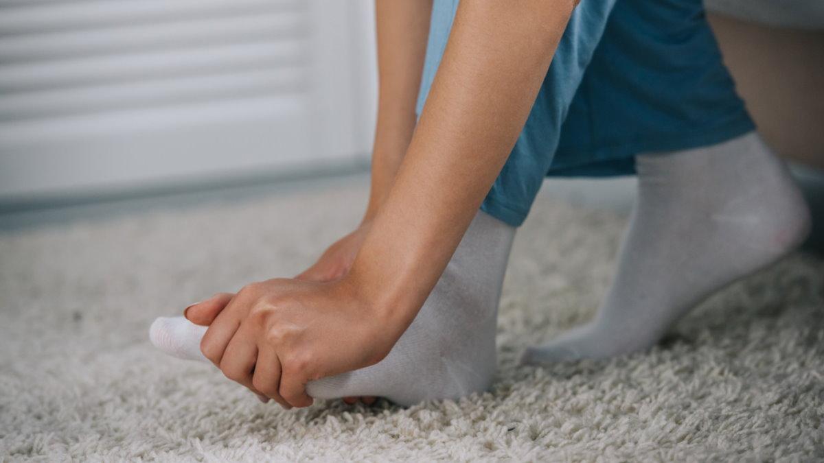 Боль в стопе ноге покалывание