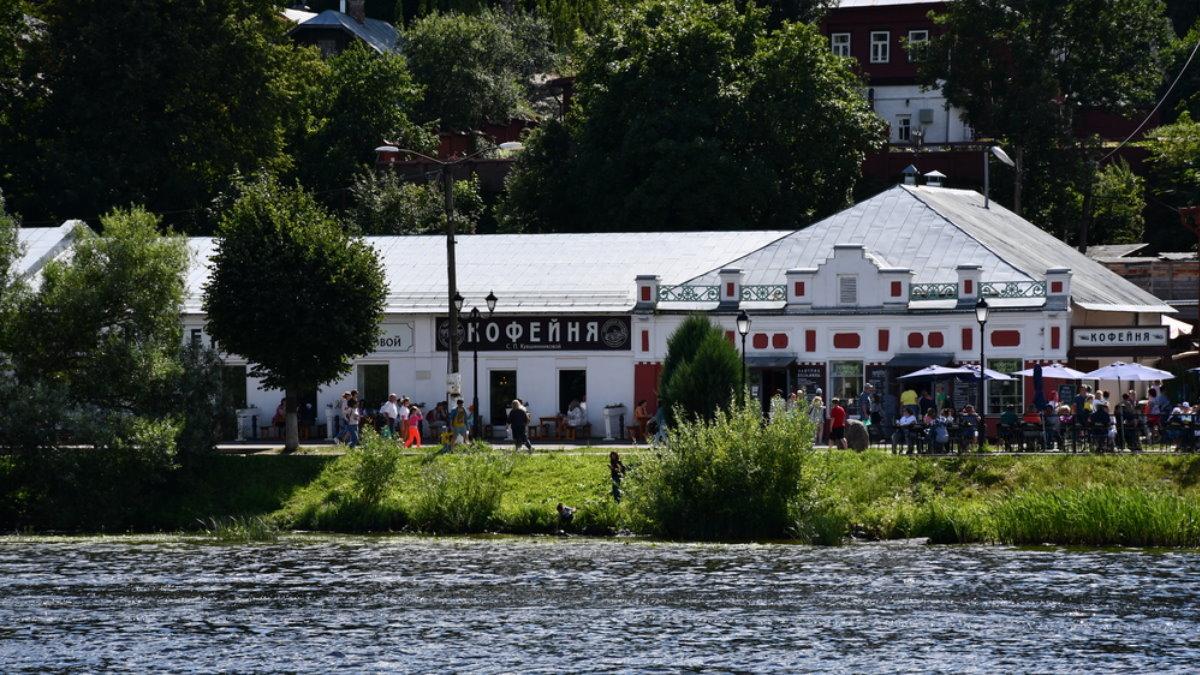 Россия город Плёс малый туризм кофейня