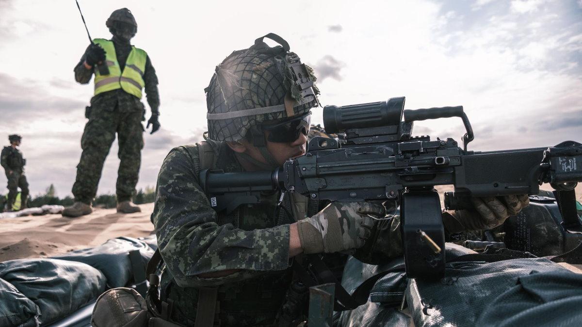НАТО солдат военные учения