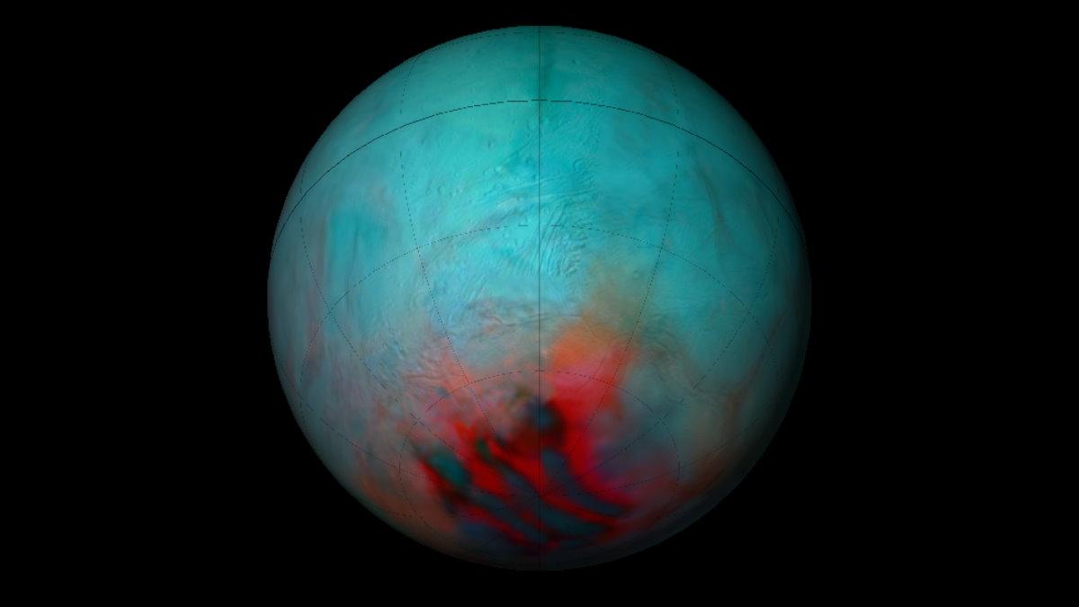 Спутник Сатурна Энцелад покрылся свежим льдом