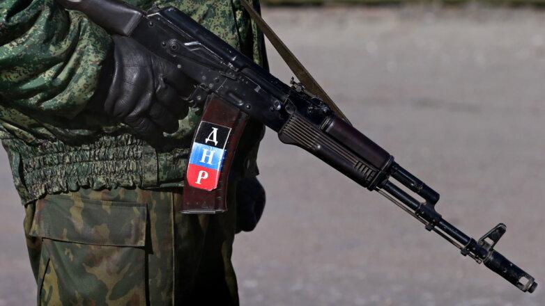 Военнослужащий солдат ДНР на блокпосту Донецкая область