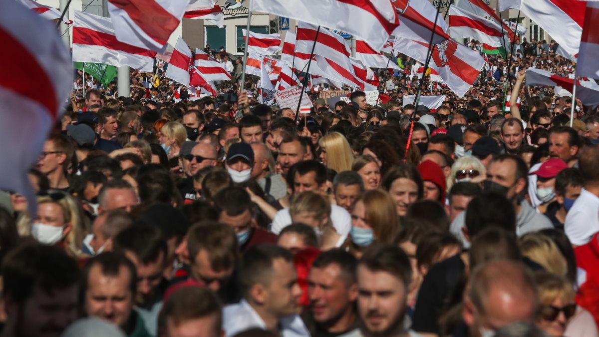 Марш оппозиции в Минске протесты Беларусь Белоруссия