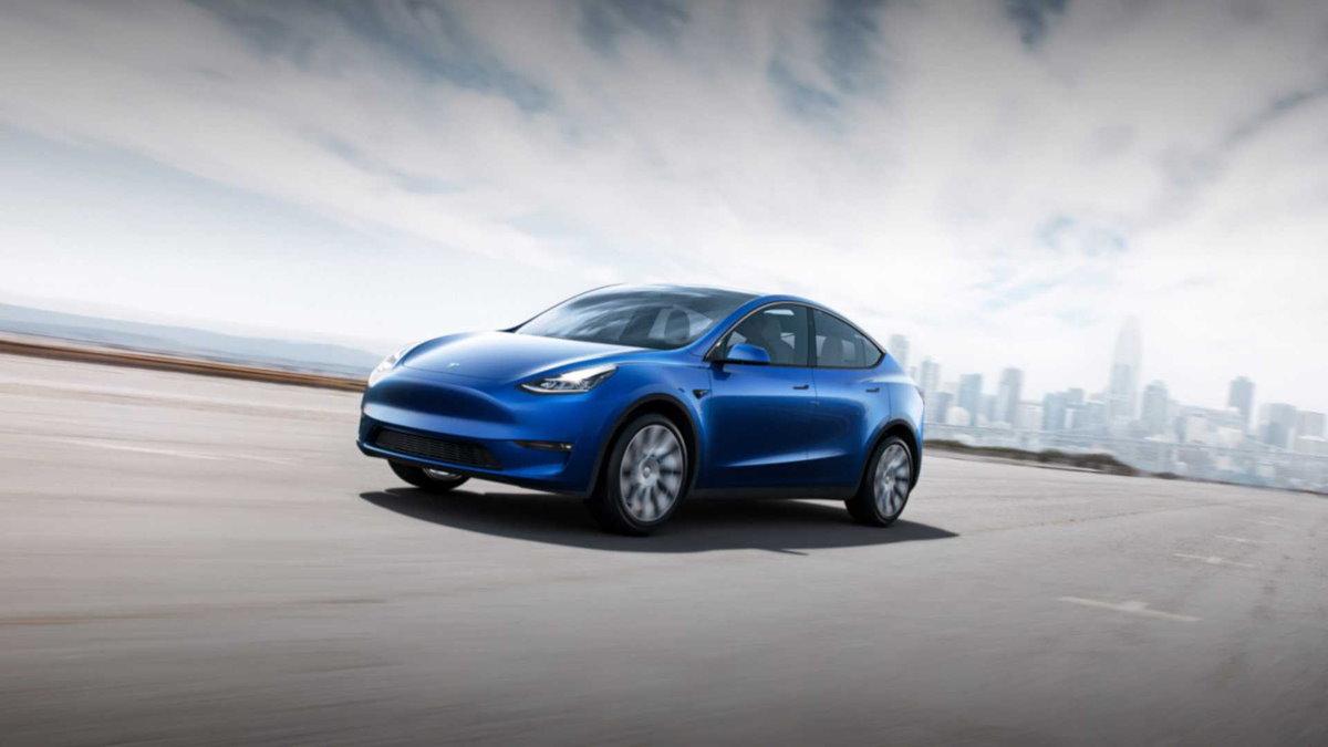 Tesla Model Y синяя