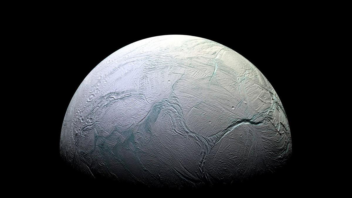 Энцелад, шестой по размеру спутник Сатурна