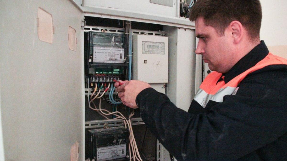 Установка счётчика электроэнергии Проверка и установка электросчётчиков прибор учёта